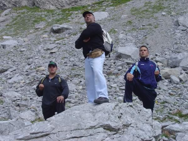 Da destra a sinistra, senpai Gabriele Battistuta, Shihan Giovanni Di Meglio e io, intenti ad osservare da un'altura i nostri domini.