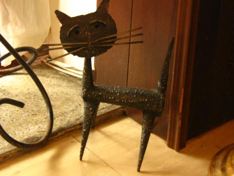 Un simpatico gatto in ferro
