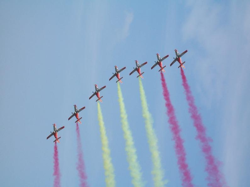 E dopo la PAN... tocca agli Aguila dipingere la loro bandiera nazionale (sempre all'Air Show di Rivolto)