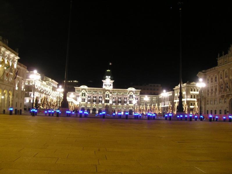 Trieste di notte... Piazza Unità d'Italia... l'ho fatta io tempo fa...