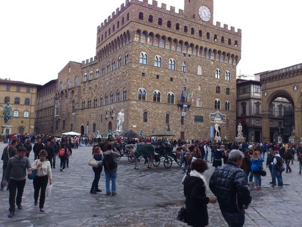 094_-_(Firenze)_Piazza_del_Nettuno.jpg