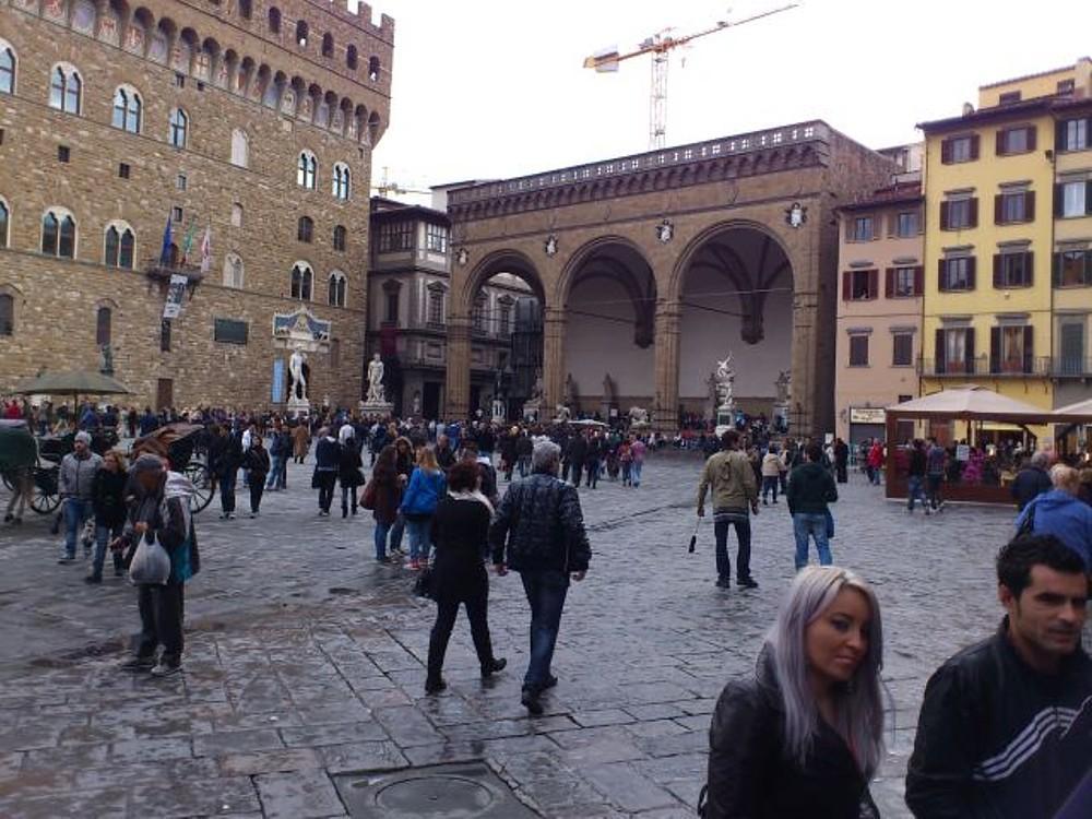 096_-_(Firenze)_Piazza_del_Nettuno.jpg