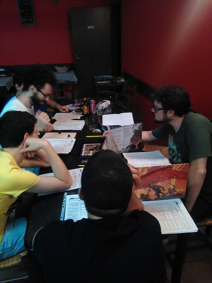 Non si fanno soltanto giochi da tavolo: qui una sessione di D&D 5 (Curse of Sthrad).jpg